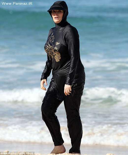 خانم سرآشپز تلویزیون در حال شنا در سواحل استرالیا +عکس