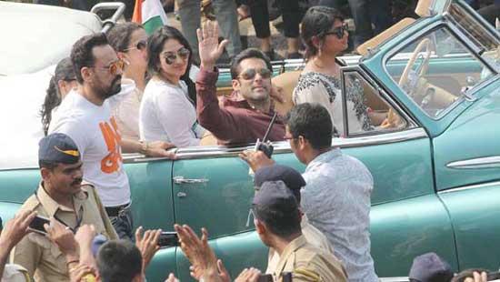 رژه بازیگران مشهور در جشن ملی هند + عکس