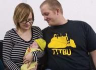 به دنیا آمدن نوزاد عجیب بدون دست و پا (عکس)