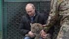 یک جانور نادر در آغوش رئیس جمهور ولادمیر پوتین (عکس)