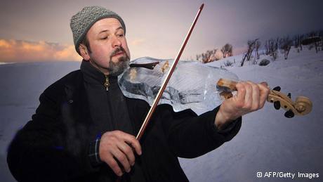 کنسرت با آلات موسیقی از جنس یخ (عکس)