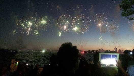 جشن روز ملی در شهر پرت (عکس)