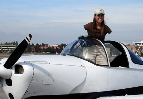 بهترین خلبان زن بدون دست..(عکس)