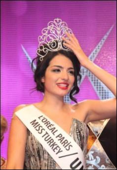 زیباترین دختر ترکیه درسال 2011 میلادی..(عکس)