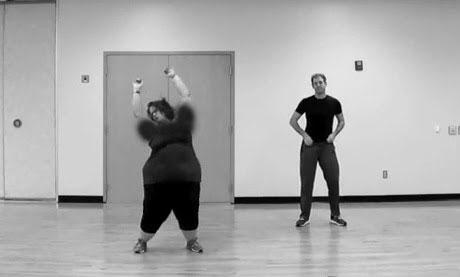 این دختر سنگین وزن برنامه رادیویی در حال رقص (عکس)