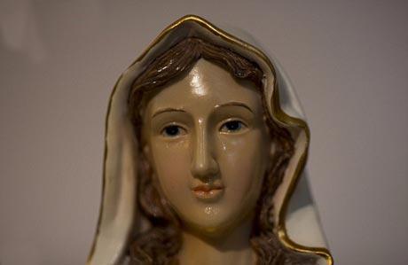 سخن گفتن مجسمه حضرت مریم در لبنان! +(عکس)