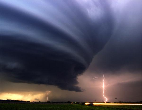 عکسهای شگفت انگیز از گردبادهای خطرناک در جهان