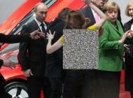 زن عریان به پوتین رئیس جمهور روسیه حمله کرد +عکس
