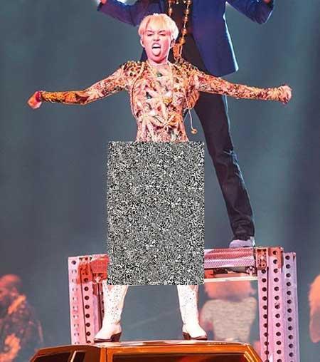 کنسرت نیمه برهنه مایلی سایرس خواننده هالیوودی (عکس)