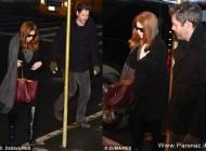 خانم بازیگر در حال تبلیغ کیف خاص در مراسم ارتحال (عکس)