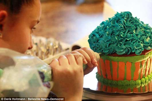 این دختر کوچک کسب و کار پر رونق دارد + عکس