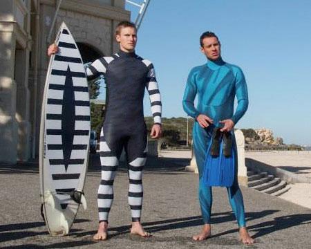 لباسی برای شنا کردن که کوسه ها را فراری می دهد؟