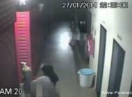 دزدی و تجاوز به خانم مانکن در فروشگاه لباس (عکس)