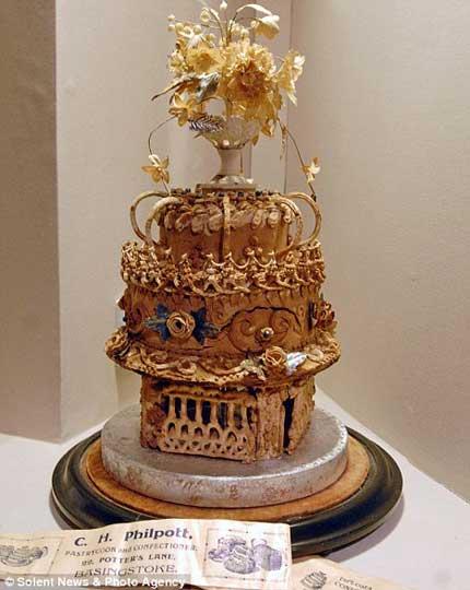 این کیک عروسی قدیمی ترین کیک در جهان است +عکس