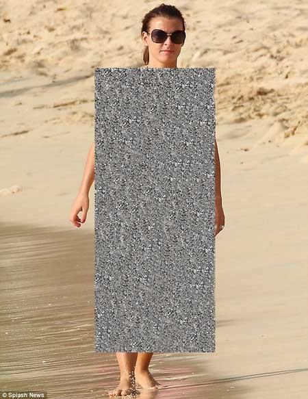 لخت شدن زن وین رونی در کنار سواحل + عکس