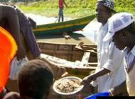 تن فروشی دختران برای ماهی (+عکس)