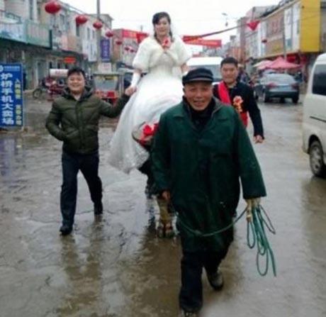 روش جدید بردن عروس خانم به خانه بخت +عکس