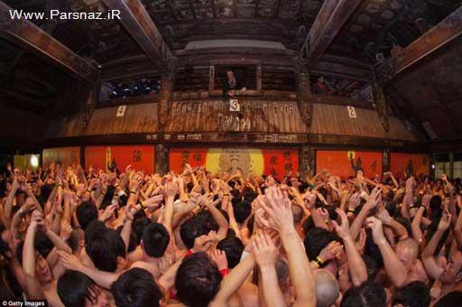 چند هزار نفر برهنه در انتظار تکه چوب شانس (عکس)
