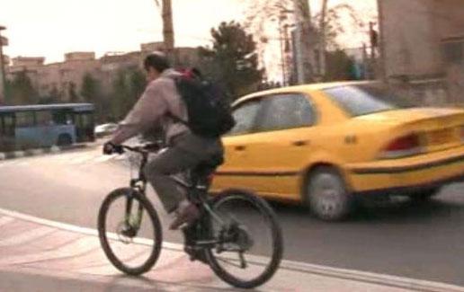 این مدیر ایرانی با دوچرخه به محل کار می رود (عکس)