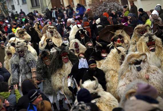 جشن خیابانی هیولاهای ترسناک در مجارستان (عکس)