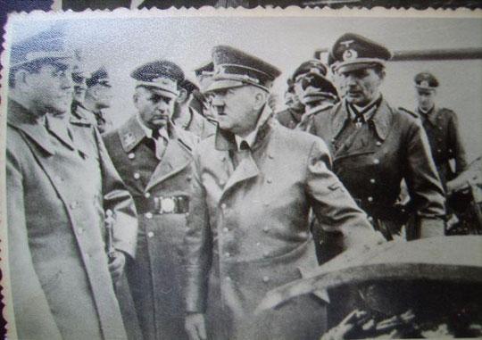 کت ادولف هیتلر به قیمت 10000 دلار فروش رفت (عکس)