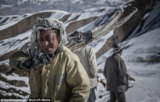 عکسهای دیدنی از دختران افغانی در حال اسکی کردن