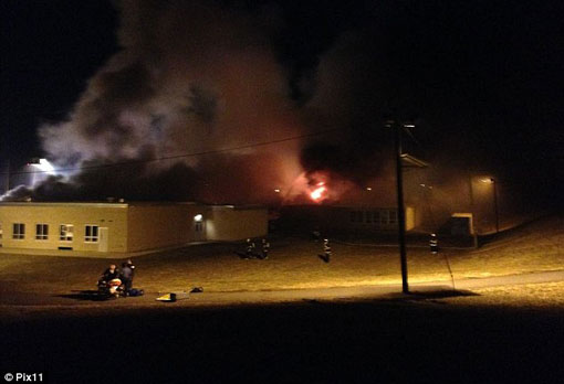 یک معلم کلاسش را به آتش کشید +(عکس)