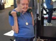 این زن 97 ساله که پرورش اندام کار می کند (عکس)