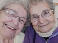 عکس جالب سلفی به روش خواهران 174 ساله (عکس)