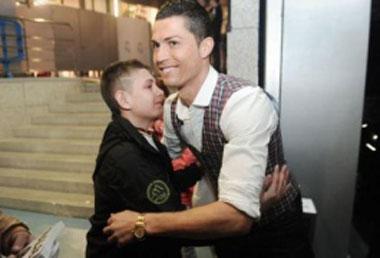 بازی کریس رونالدو جان یک پسر را از مرگ نجات داد +عکس