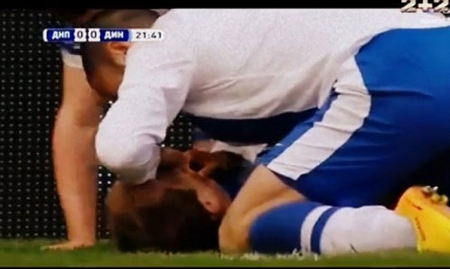 بازیکن فوتبالی که جان رقیبش را نجات داد (+عکس)