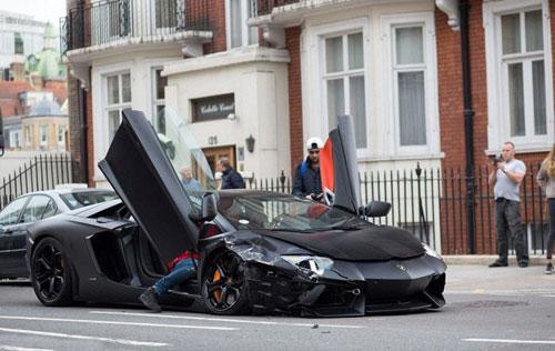 تصادف اتومبیل میلیاردی لامبورگینی در گرانترین خیابان لندن