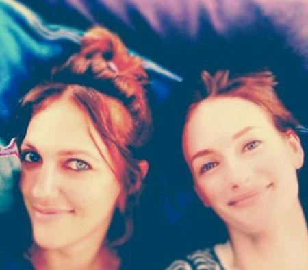 عکس سلفی مریم اوزرلی (خرم سلطان) و خواهرش