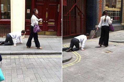 سگ شدن این مرد در خیابان برای این خانم +عکس