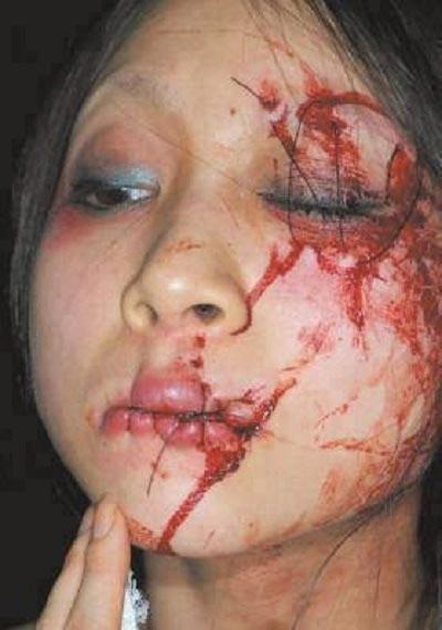 اقدام بی شرمانه سعودی ها با این دختر جوان! +عکس