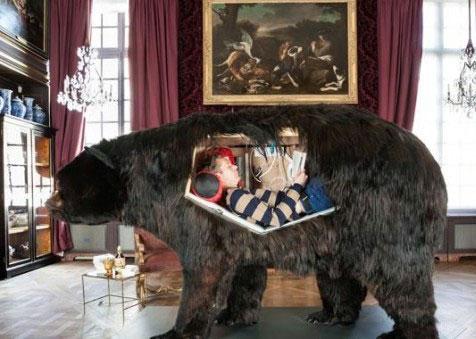 زندگی عجیب این مرد در جسد خرس (+عکس)