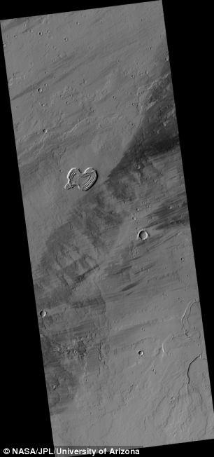وقتی قلب سیاره مریخ شکسته می شود (عکس)