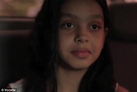 پدر این دختر ادعا می کند دخترش شفا می دهد + عکس