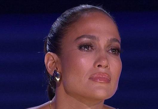 گریه جنیفر لوپز در برنامه امریکن ایدل (عکس)