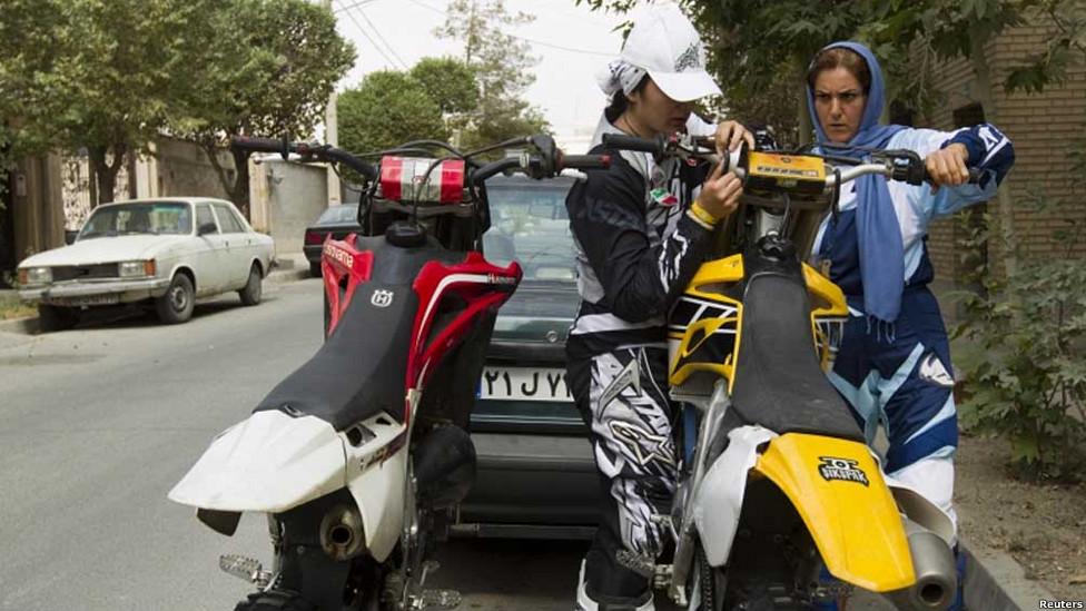 مادر و دختر موتورسوار ایرانی..(تصاویر)