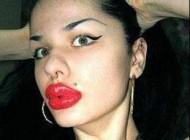 دختری بخاطر لب های بزرگ و عجیبش معروف شد + عکس