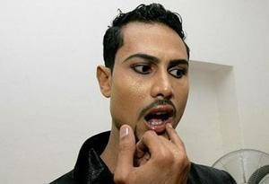 دستگیری 8 مرد بخاطر آرایش و شبیه شدن به زنان + عکس
