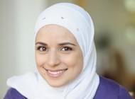 دختری با حفظ حجابش برای خبرنگاری امریکا کار میکند +عکس