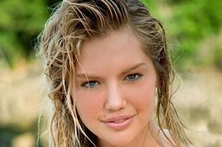 این مانکن زیبا با انتشار ویدئو برهنه اش مدل سال شد (عکس)