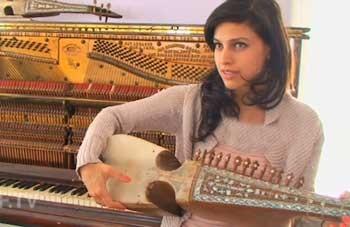 زندگی خواننده معروف افغانستان (عکس)