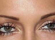 آموزش درخشان کردن چشم ها برای زیبایی
