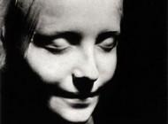 این خانم پس از مرگ بخاطر زیبایی اش معروف شد (عکس)