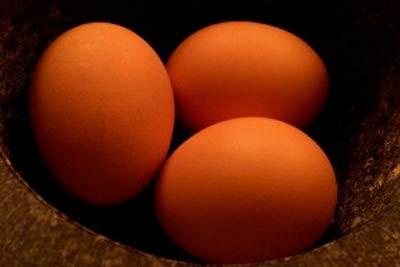 تخم مرغ را بشوییم یا نه؟