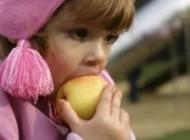 راهنمایی کودکان برای داشتن یک الگوی غذایی صحیح