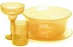 6 راه تمیز کردن ظروف زرد پلاستیکی